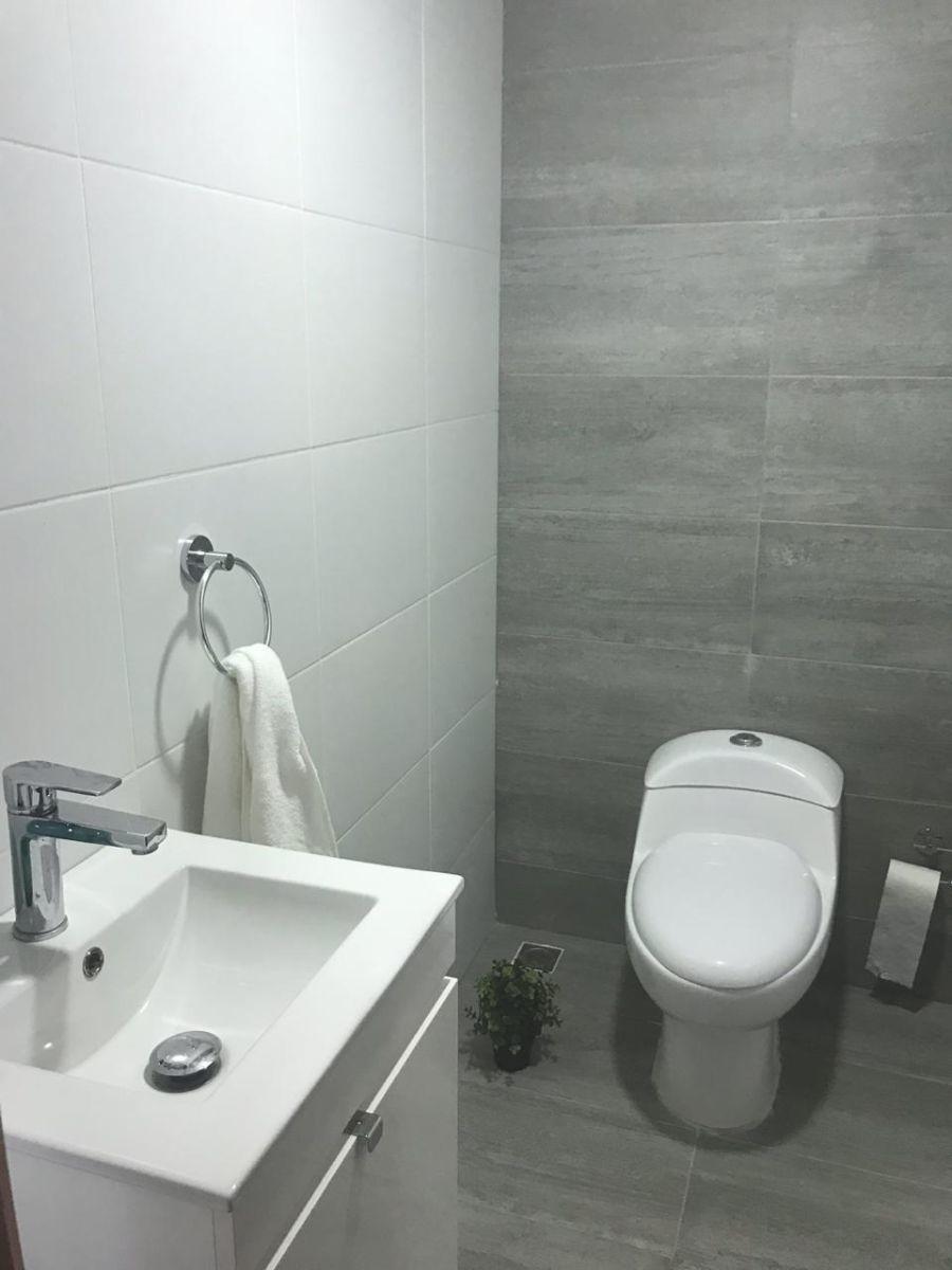 2 de 22: baño de visita