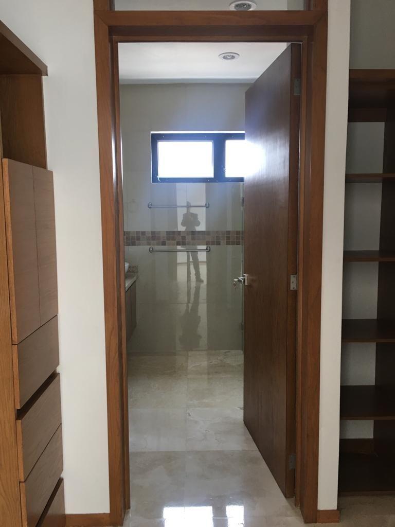 15 de 23: Vestidor y Baño habitación principal