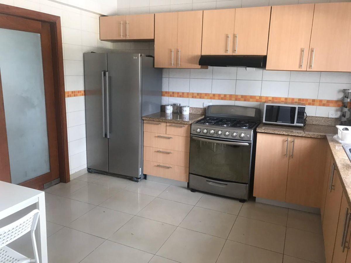6 de 11: Amplios espacios en la cocina