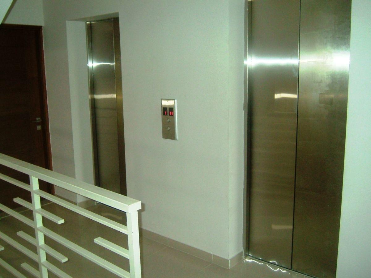 4 de 12: Dos ascensores a todos los pisos