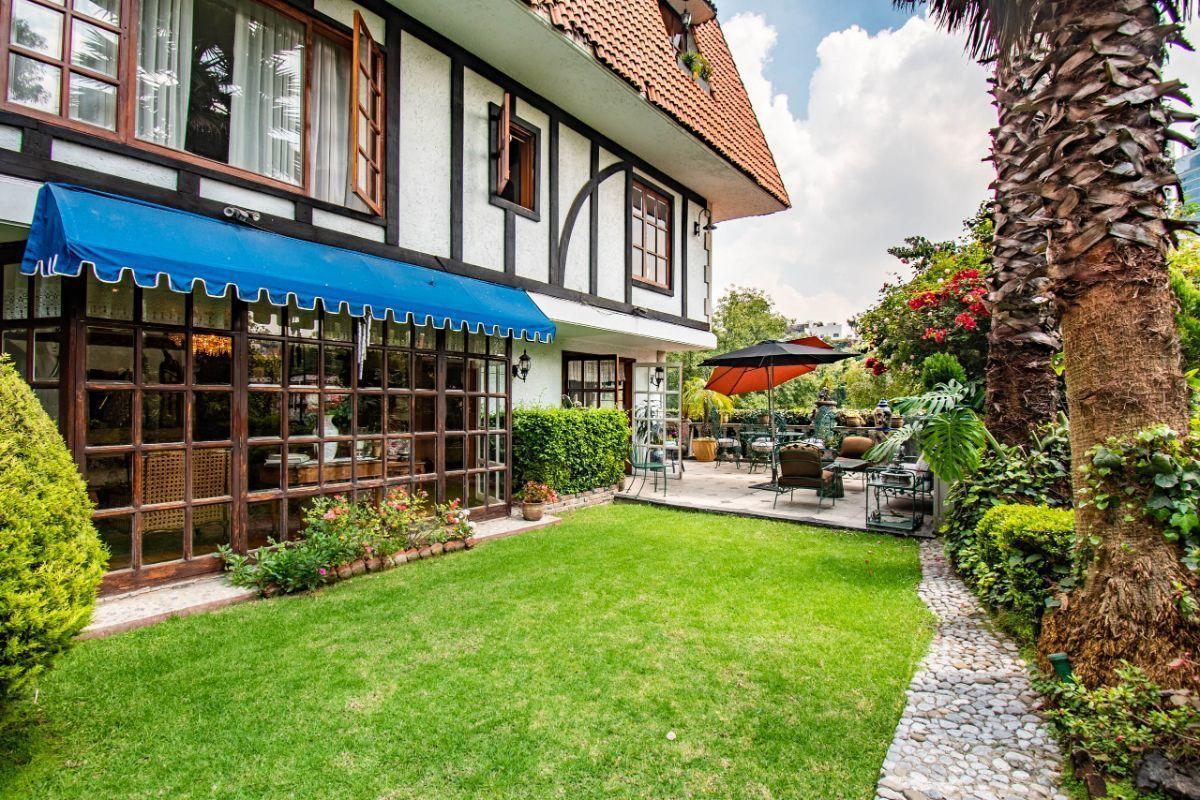 25 de 25: Amplio jardín con terraza