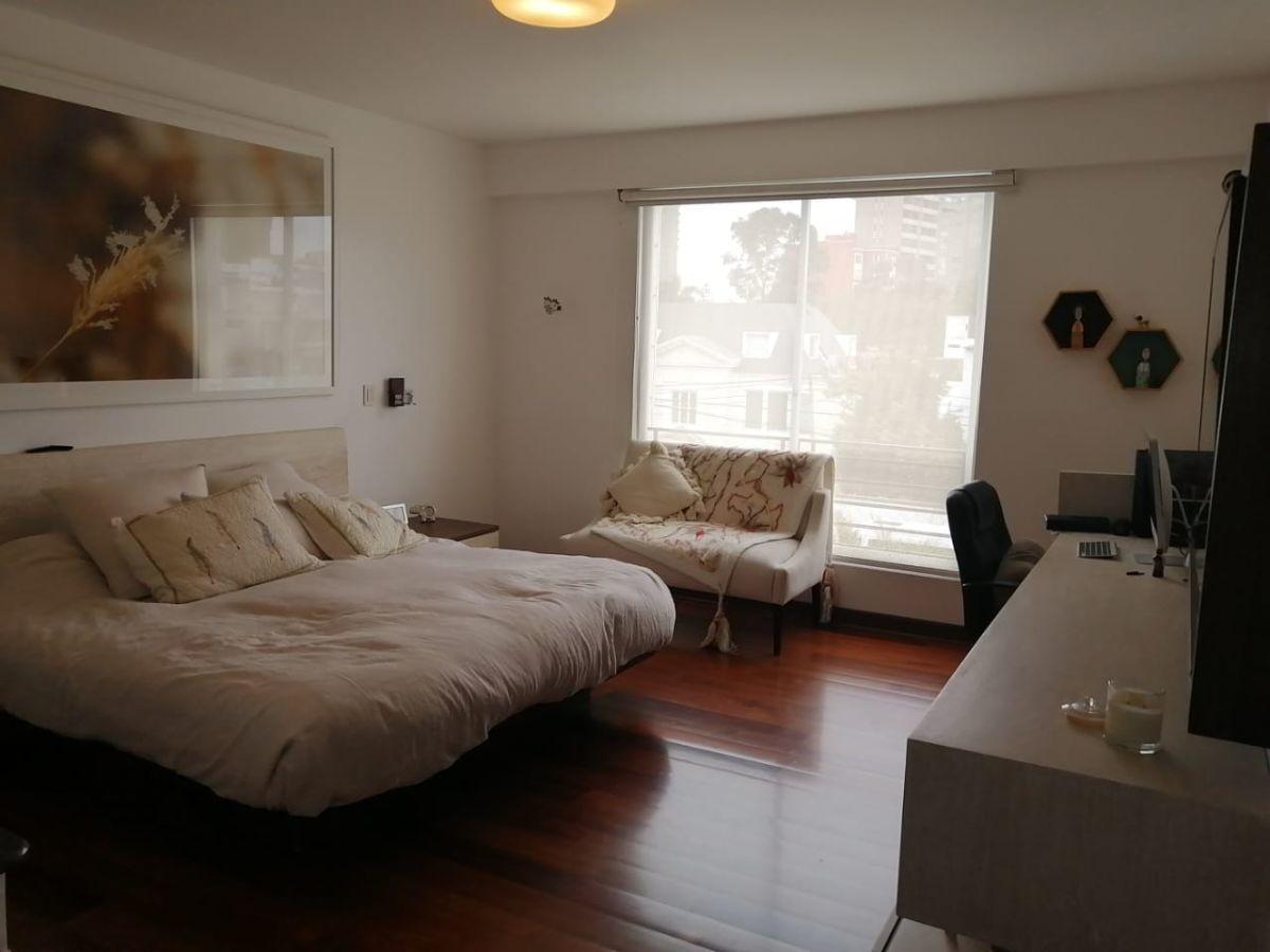 18 de 24: Dormitorio principal de muy buen tamaño