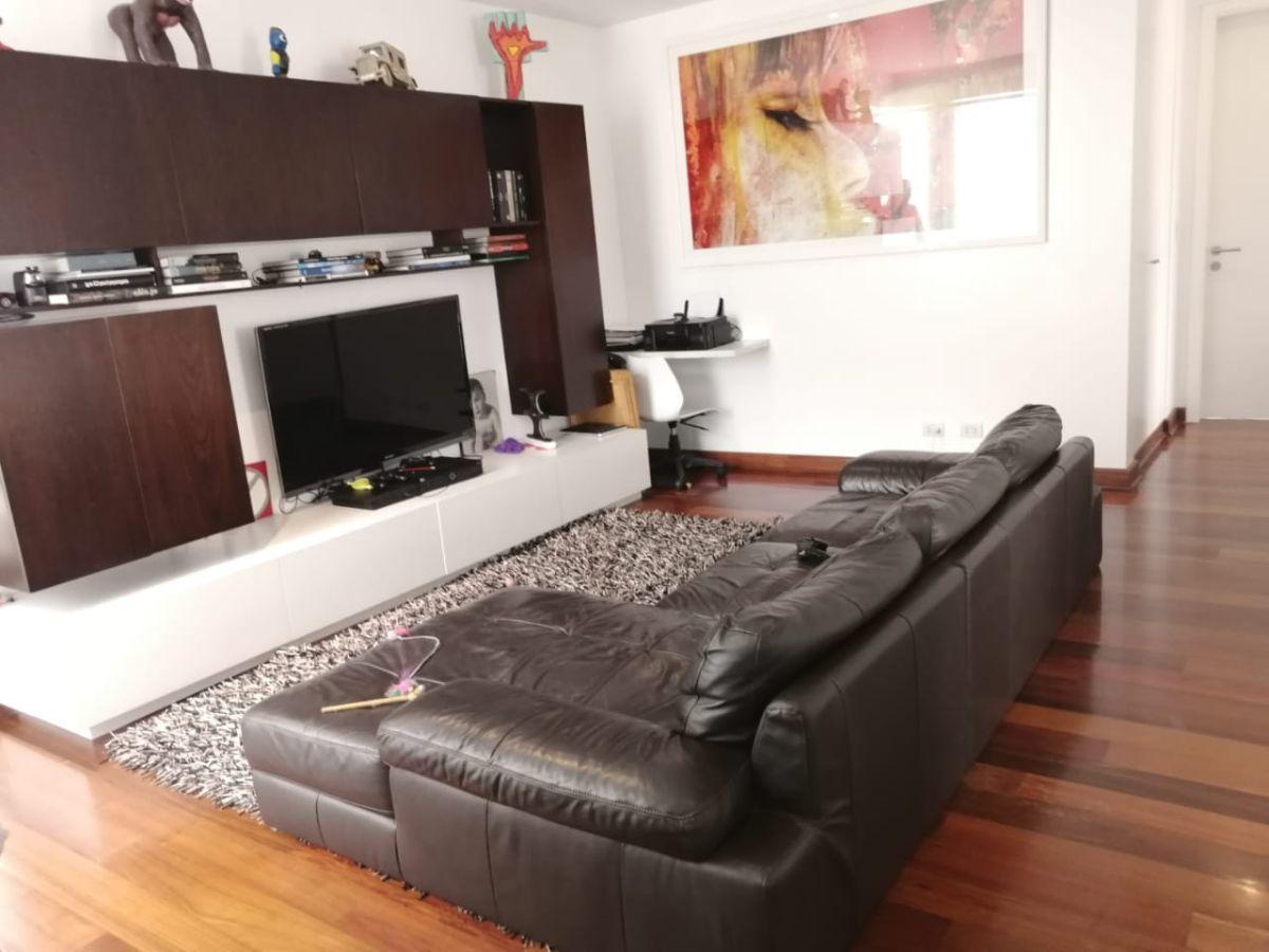 14 de 24: Buena sala de estar en el área familiar