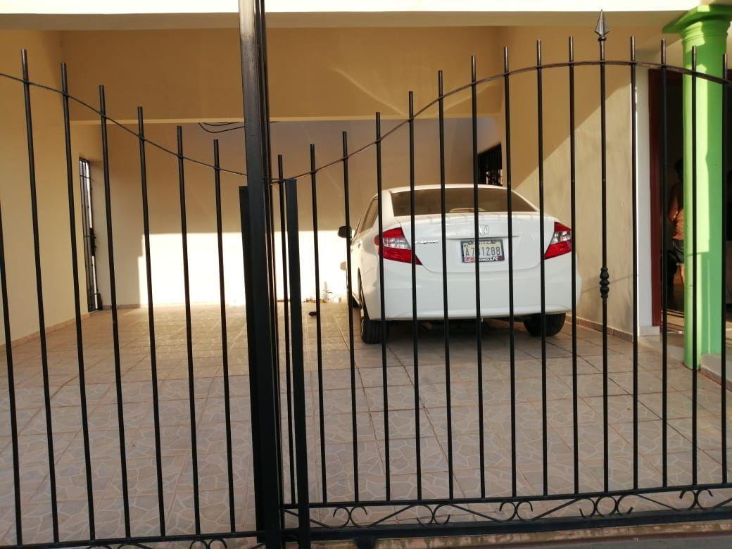 Amplia casa con Piscina en Urb. Abreuimage6