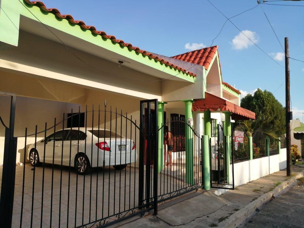 Amplia casa con Piscina en Urb. Abreuimage1