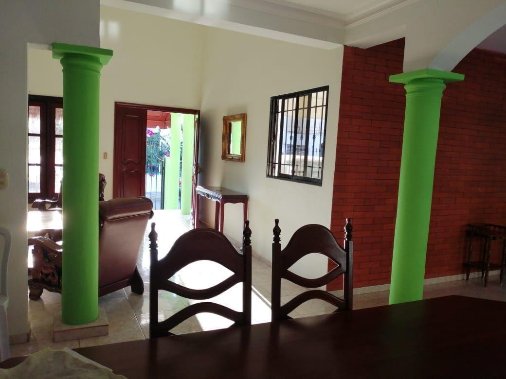 Amplia casa con Piscina en Urb. Abreuimage4