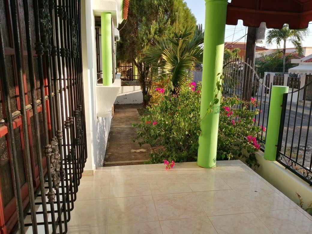 Amplia casa con Piscina en Urb. Abreuimage11
