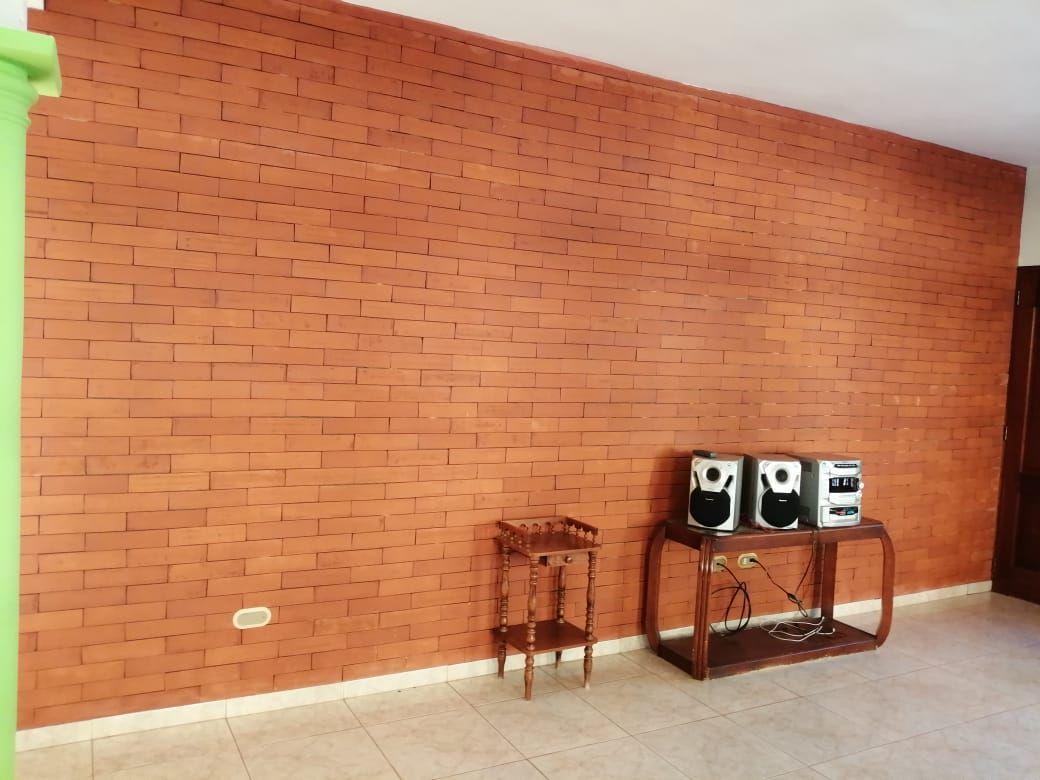 Amplia casa con Piscina en Urb. Abreuimage12