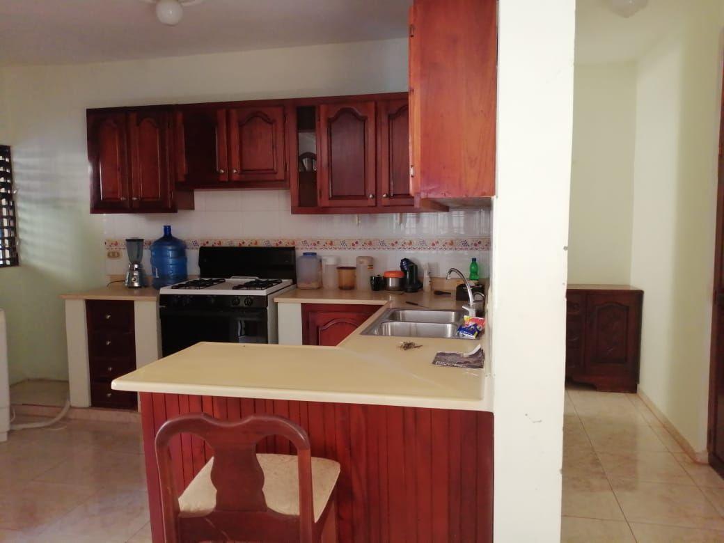 Amplia casa con Piscina en Urb. Abreuimage13