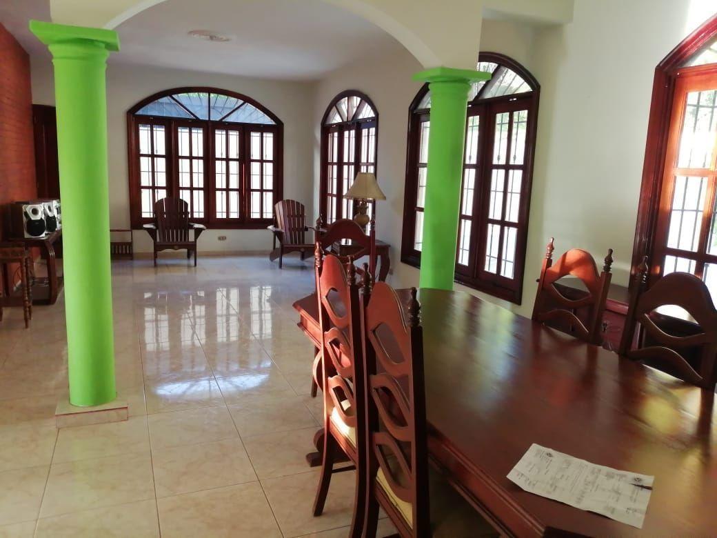 Amplia casa con Piscina en Urb. Abreuimage3