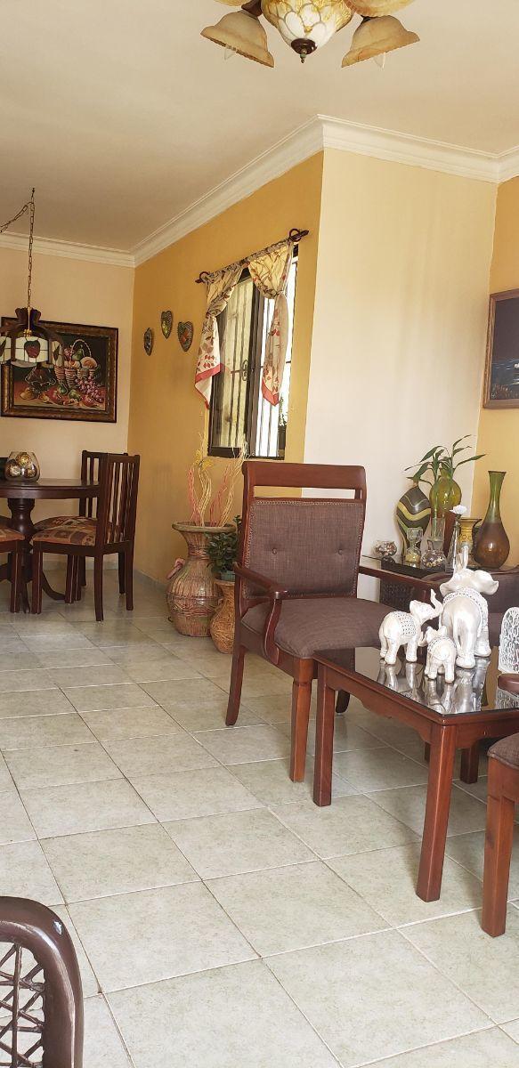 3 de 6: otra vista de la sala y comedor