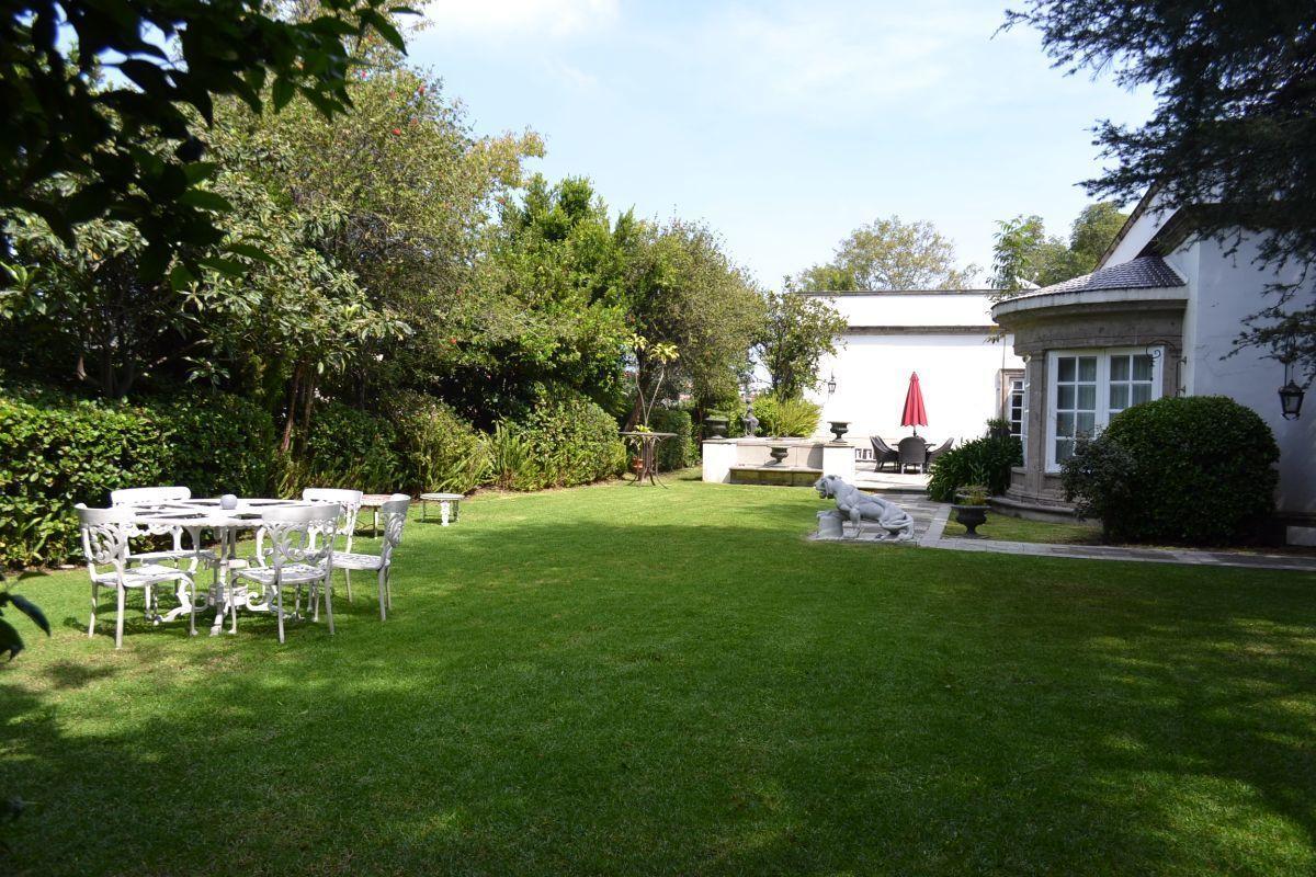 1 de 38: Jardín trasero