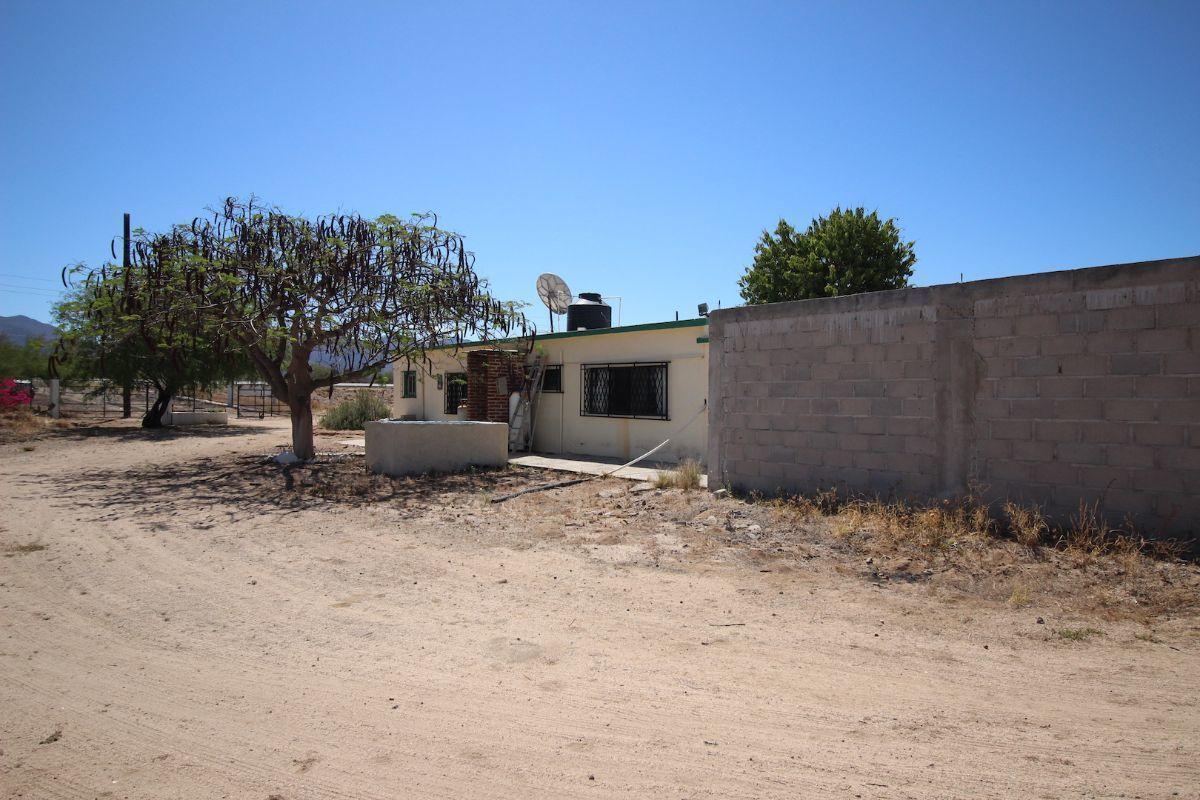 19 de 21: Vista lateral de casa