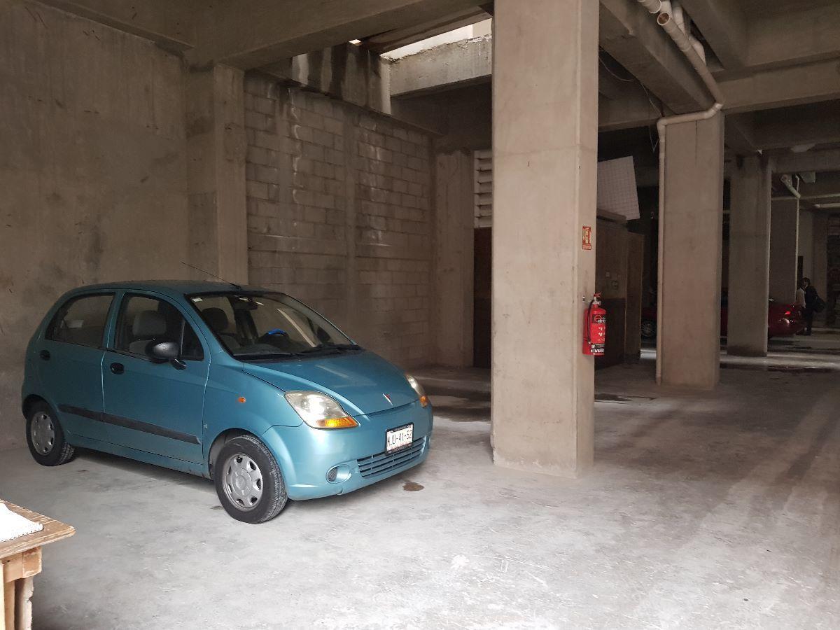 13 de 13: estacionamiento
