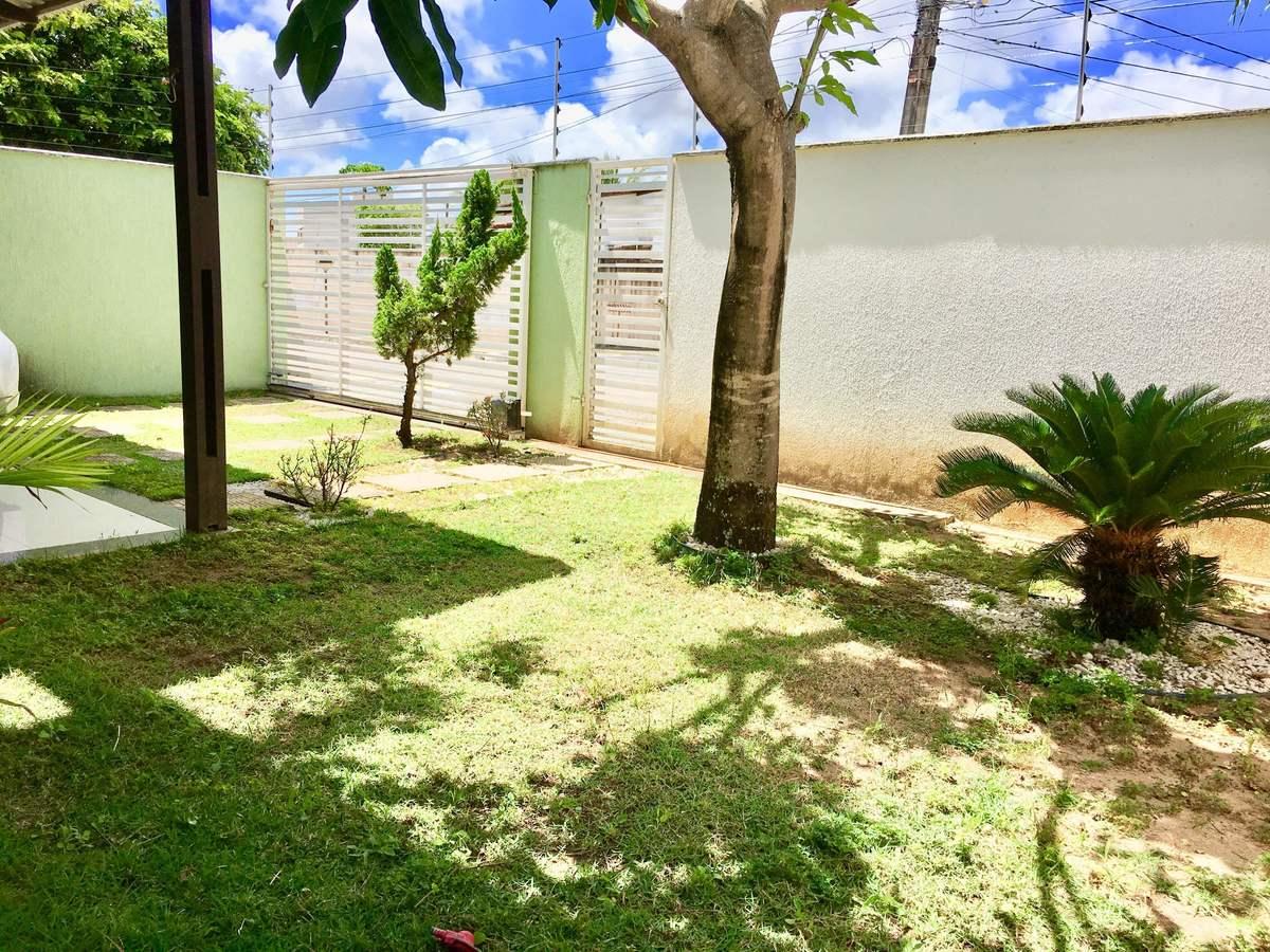 3 de 25: Jardim na frente da casa