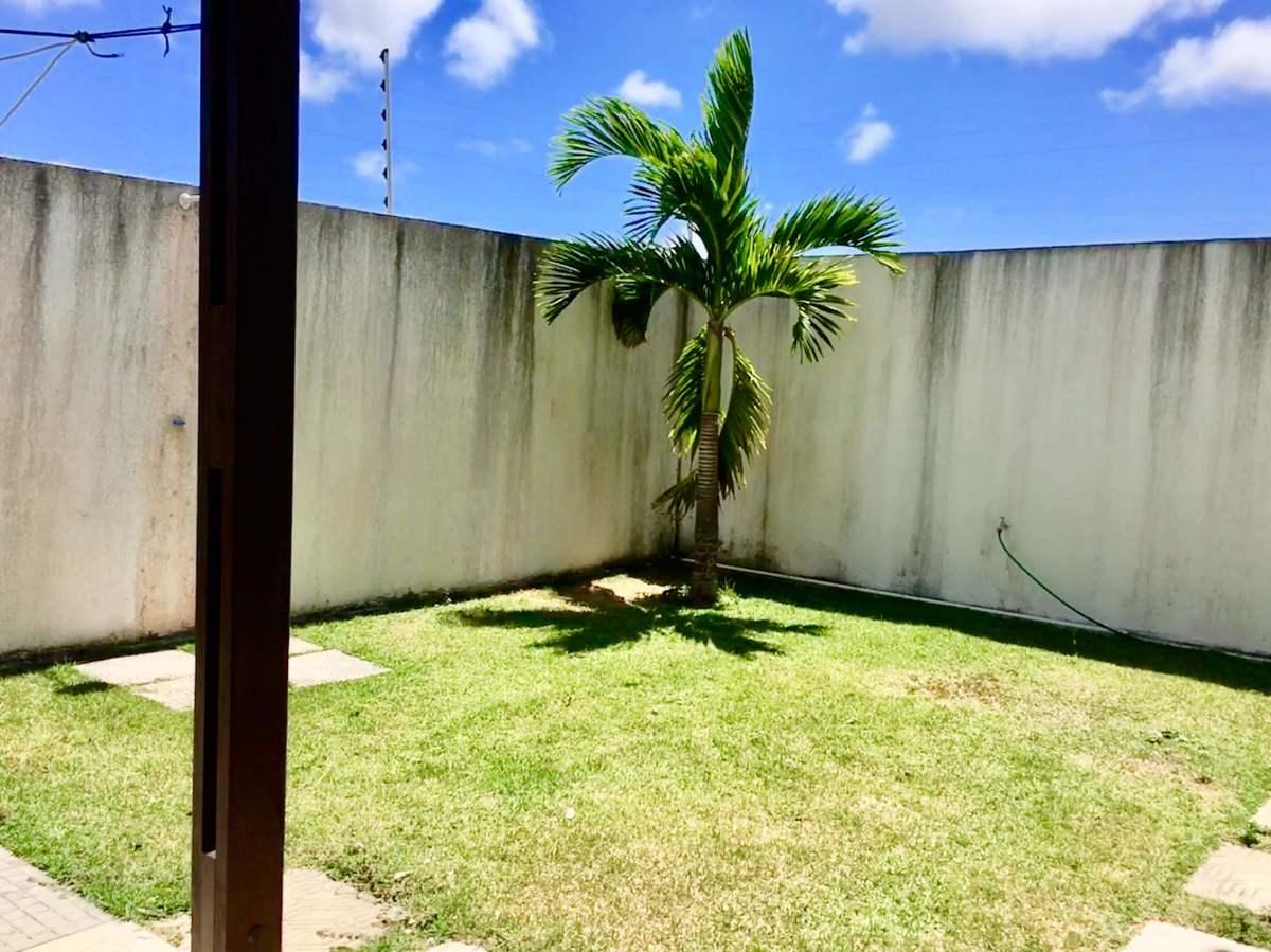 24 de 25: Jardim com ducha atras da casa