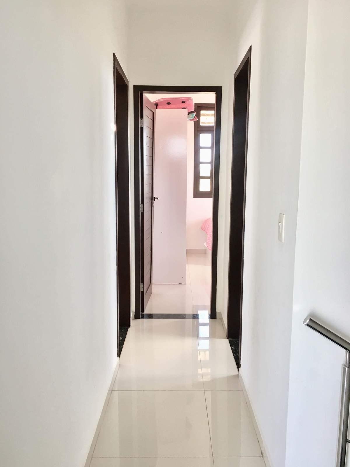 14 de 25: Corredor de acesso aos quartos e banheiro social