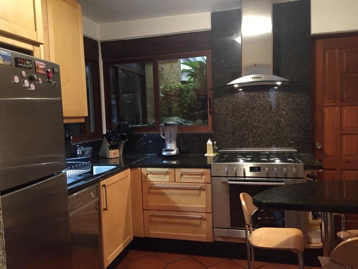 5 de 9: Cocina integral con espacio para mesita desayunador