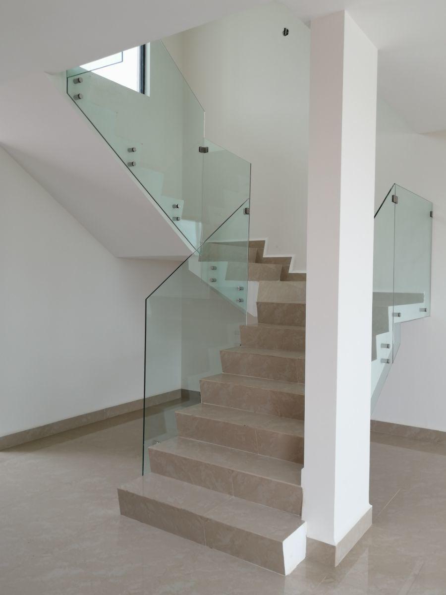 13 de 29: Cristal templado en escalera