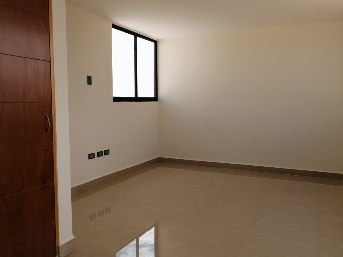 28 de 29: Salón en el tercer nivel
