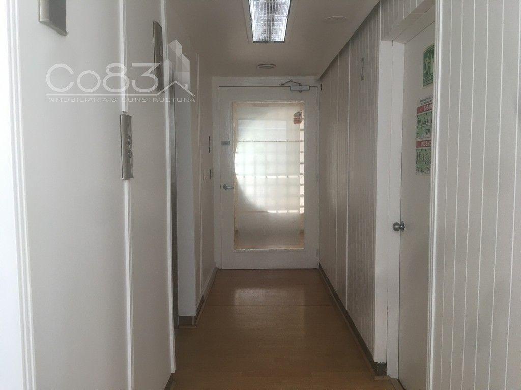 13 de 15: Pasillo, elevadores, acceso a la oficina