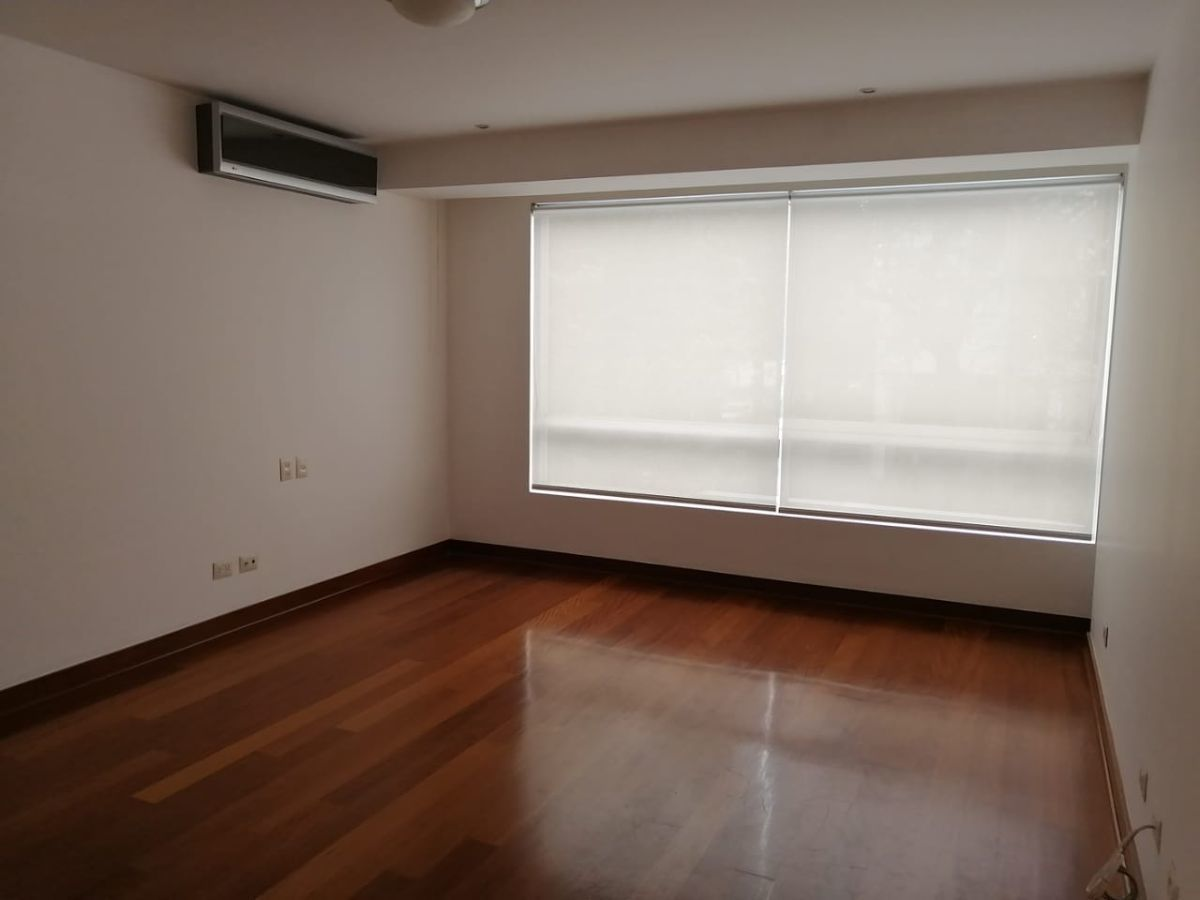 7 de 18: Dormitorio Principal con aire acondicionado