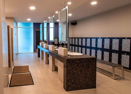 9 de 12: baños con regadera Casa Club
