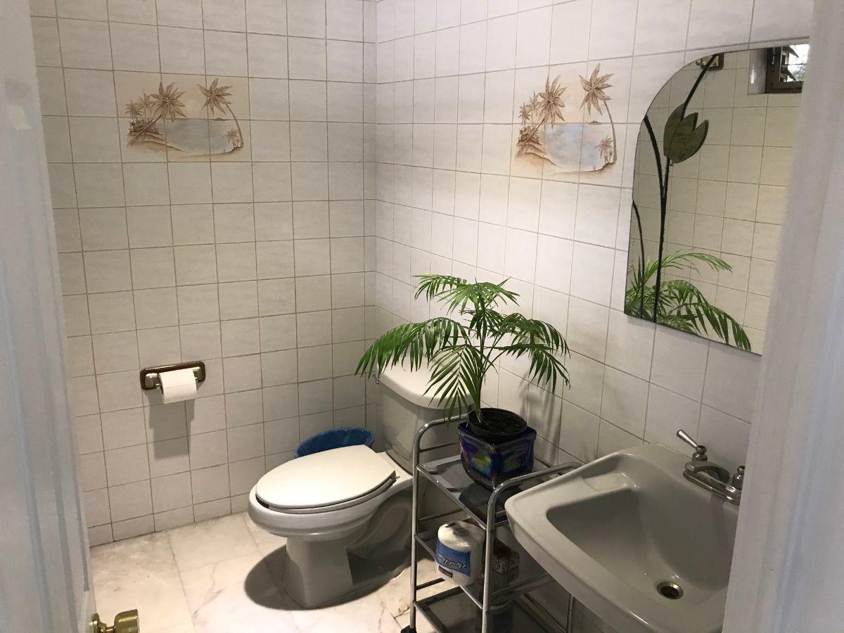 6 de 21: Medio baño
