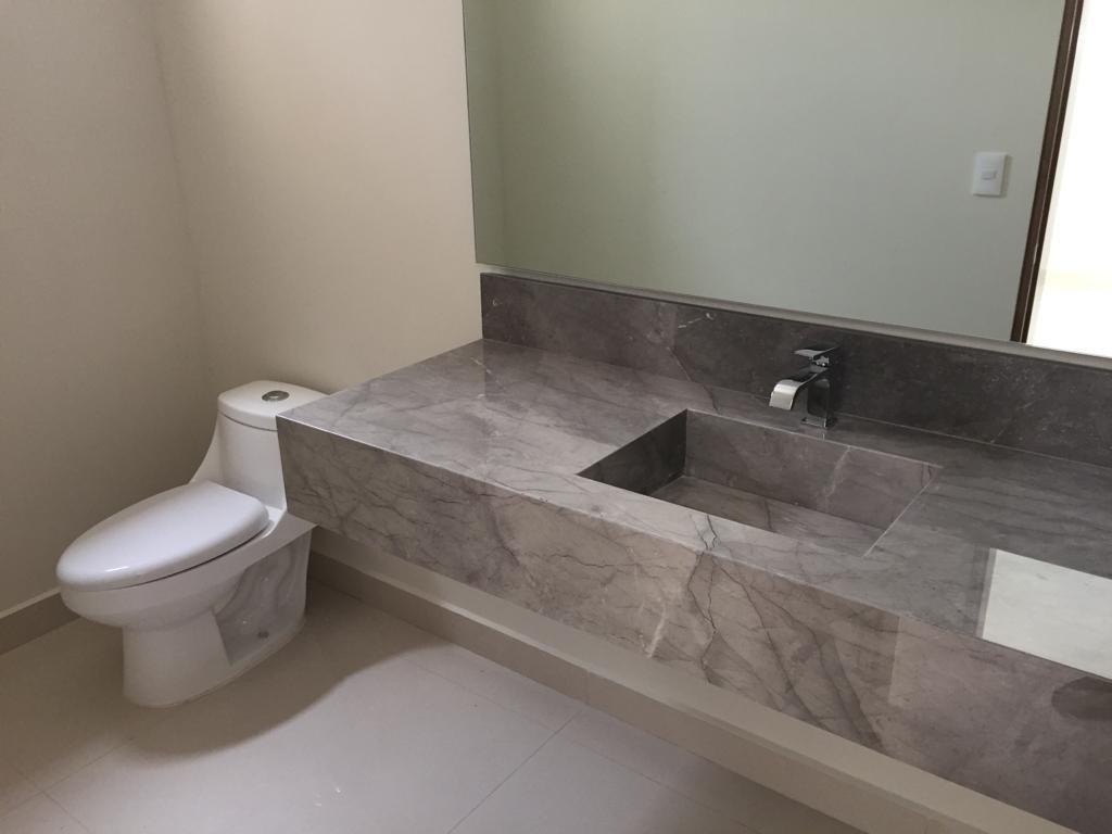 9 de 16: baño de visitas