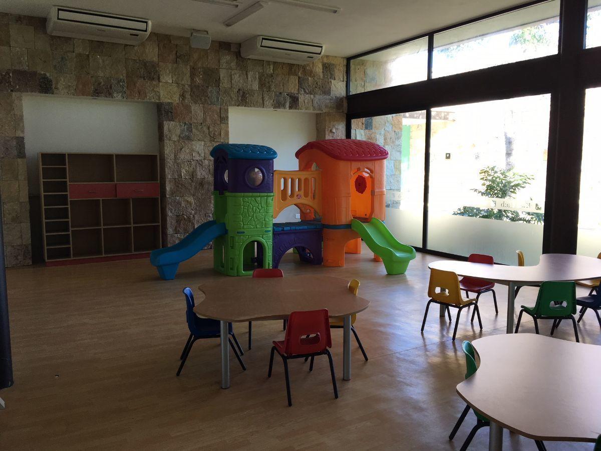 13 de 24: Área Infantil