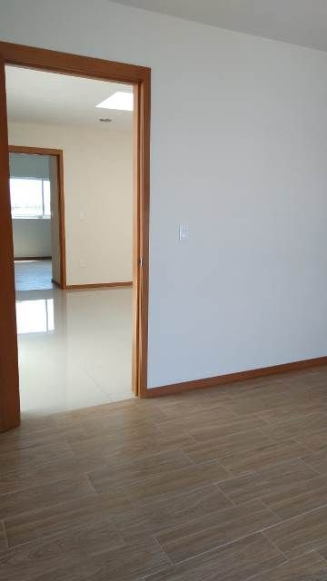 6 de 20: pisos cerámicos recamaras y family room