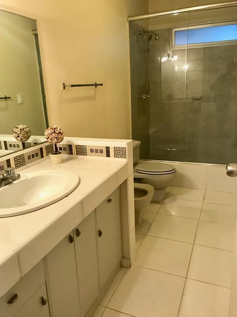 9 de 12: Baño Secundario Completo