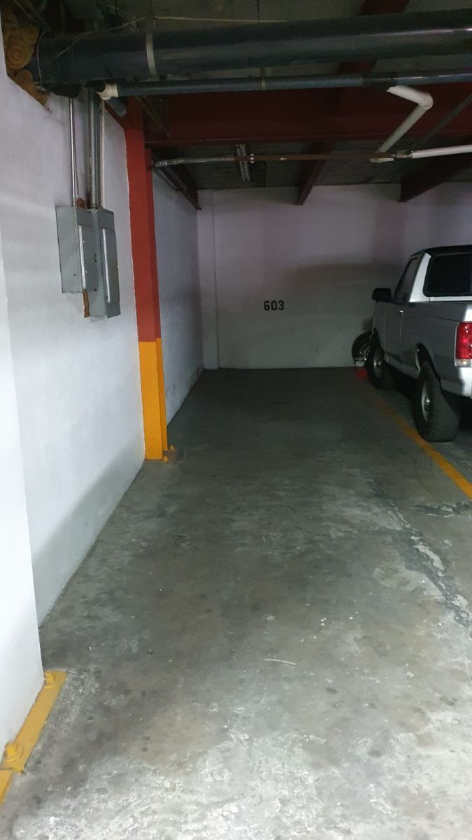 35 de 37: estacionamiento para 3 autos