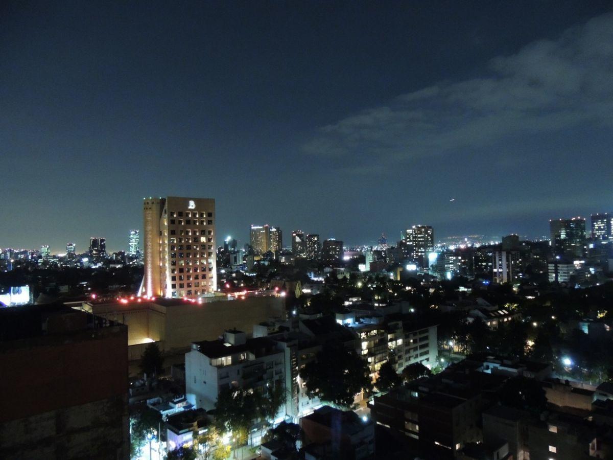 8 of 18: Vista de Noche