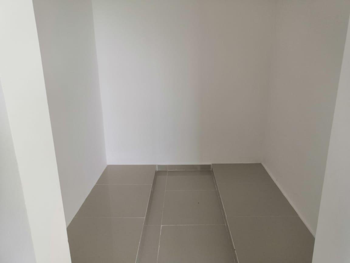 16 de 27: Closet Vestidor Recámara Principal
