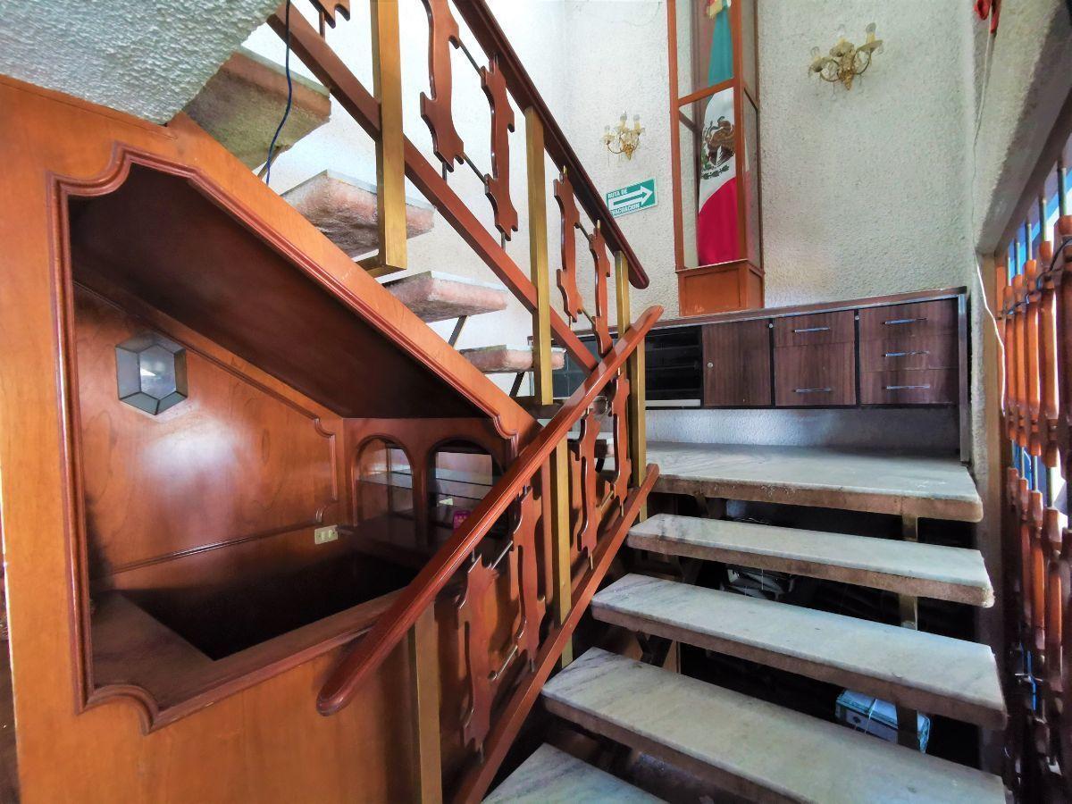11 de 25: Escaleras