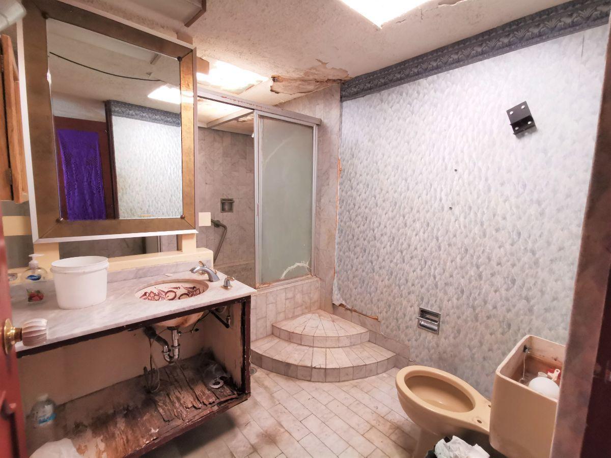 16 de 25: Baño completo con tina (Recámara Principal)
