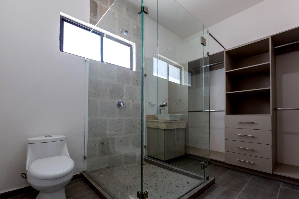 11 de 18: Baño principal