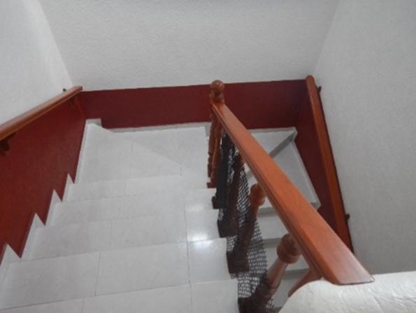 15 de 35: Escaleras a primer nivel