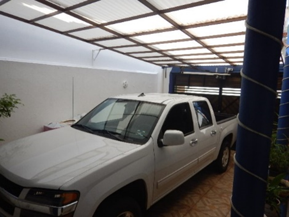 31 de 35: Estacionamiento techado