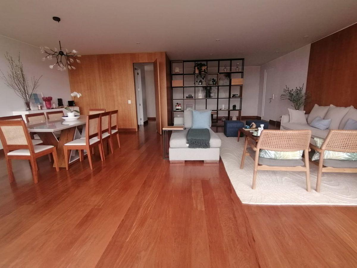 5 de 21: Moderna sala comedor con salida a terraza amplia