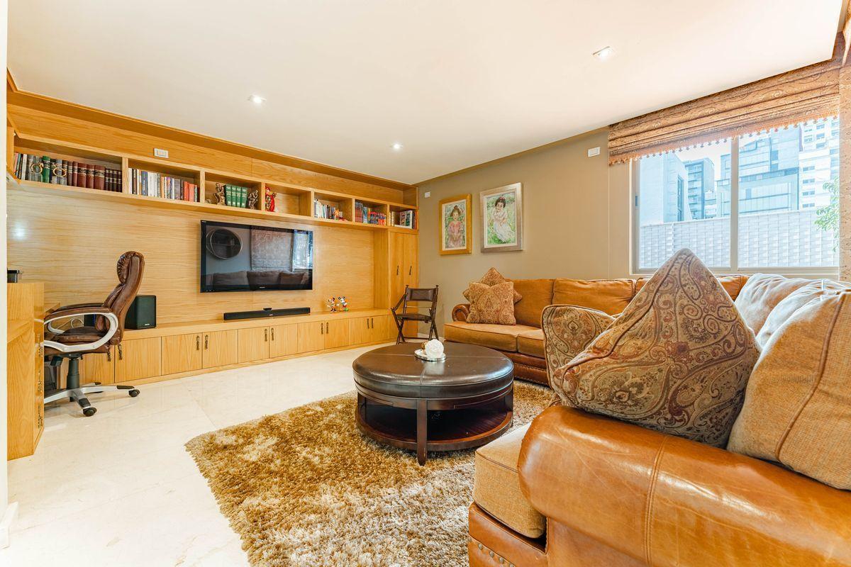 17 de 25: Family Room con Home Oficce