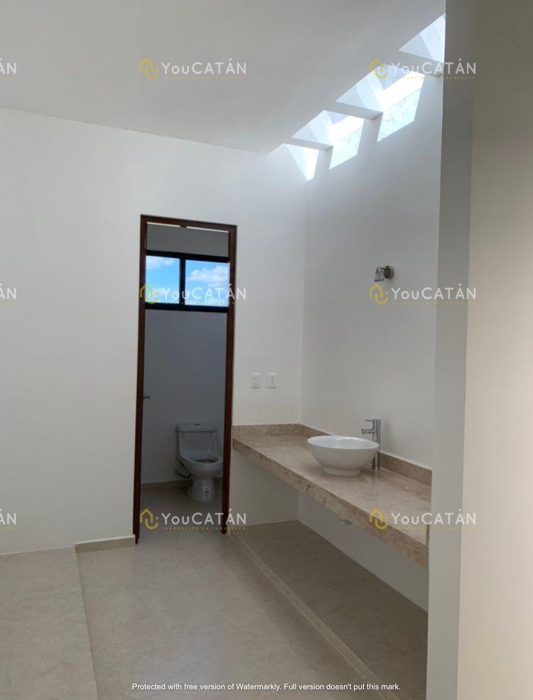 10 de 13: Baño proncipal con closet vestidor