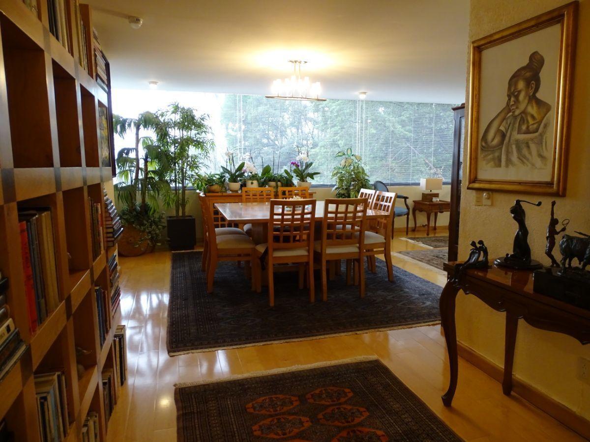 16 de 30: Estancia con piso de madera natural