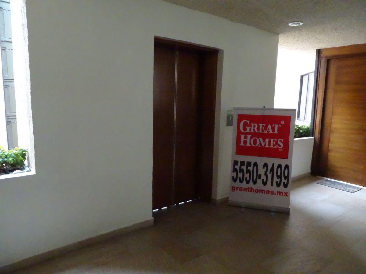 18 de 30: Elevador al vestíbulo de cada piso
