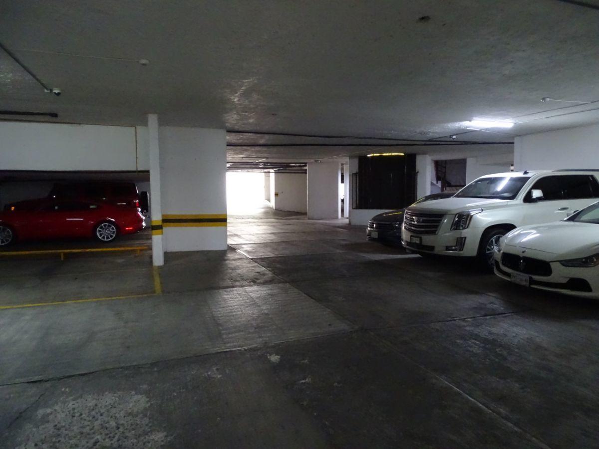 20 de 30: Estacionamiento techado