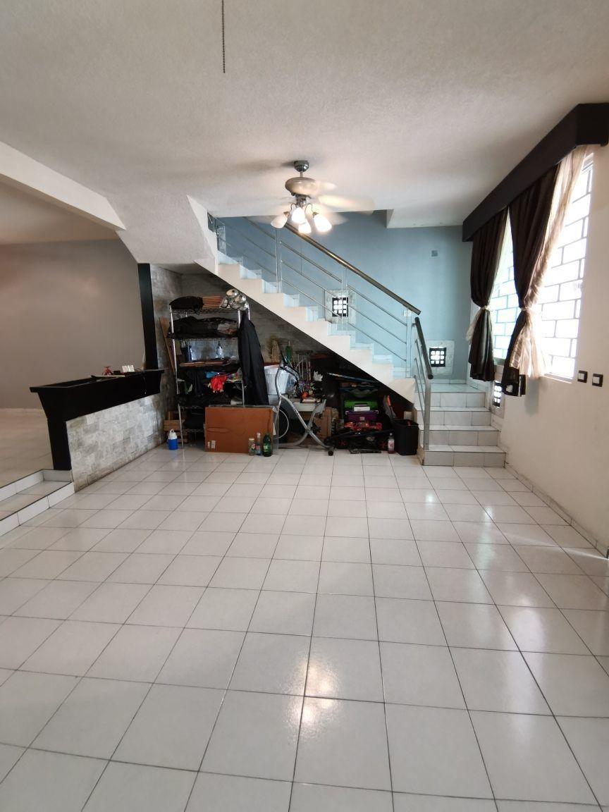 4 de 29: Escaleras para acceso a segundo piso