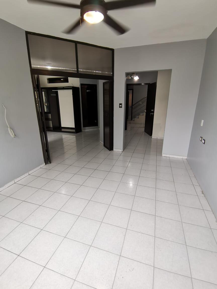 13 de 29: Recamara principal con hall y vestidor