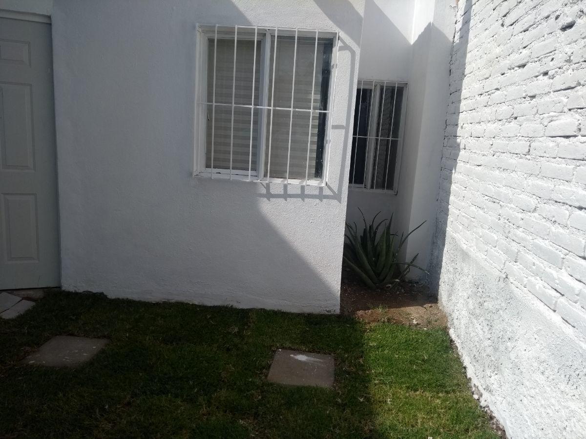 2 de 8: El acceso propiamente al interior de la casa.