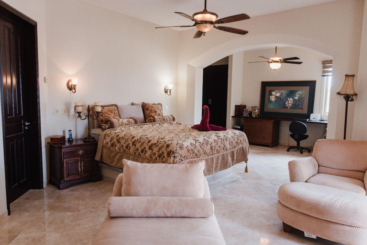 19 de 32: Recamara Suite 2 con Closet walk in, sala y oficina